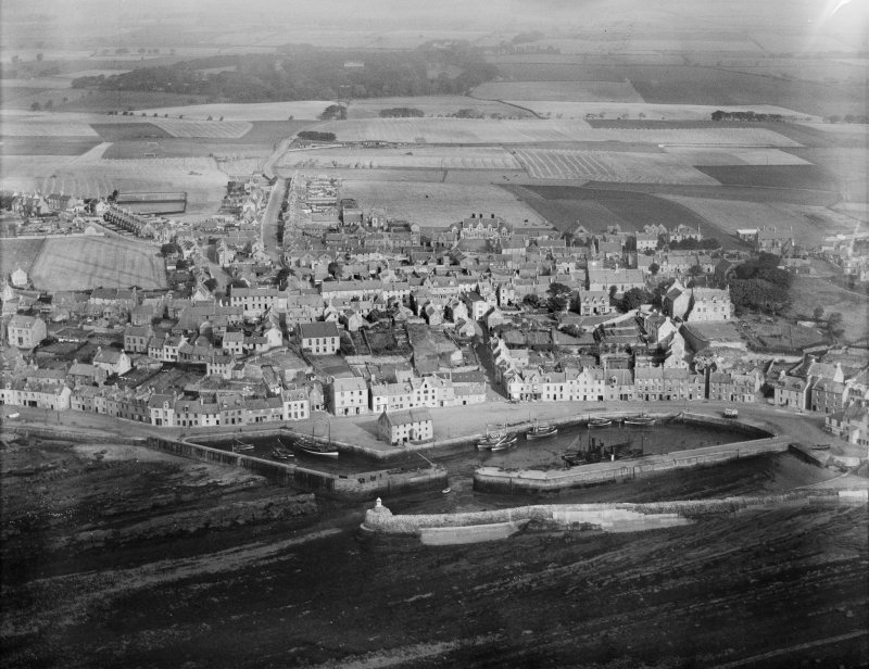 Pittenweem, general view, showing Pittenweem Harbour and Charles Street.  Oblique aerial photograph taken facing north.