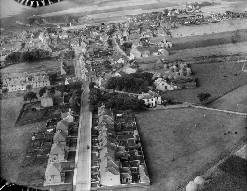 Pittenweem, general view, showing Parish Kirk Manse and Marygate.  Oblique aerial photograph taken facing west.  This image has been produced from a damaged negative.