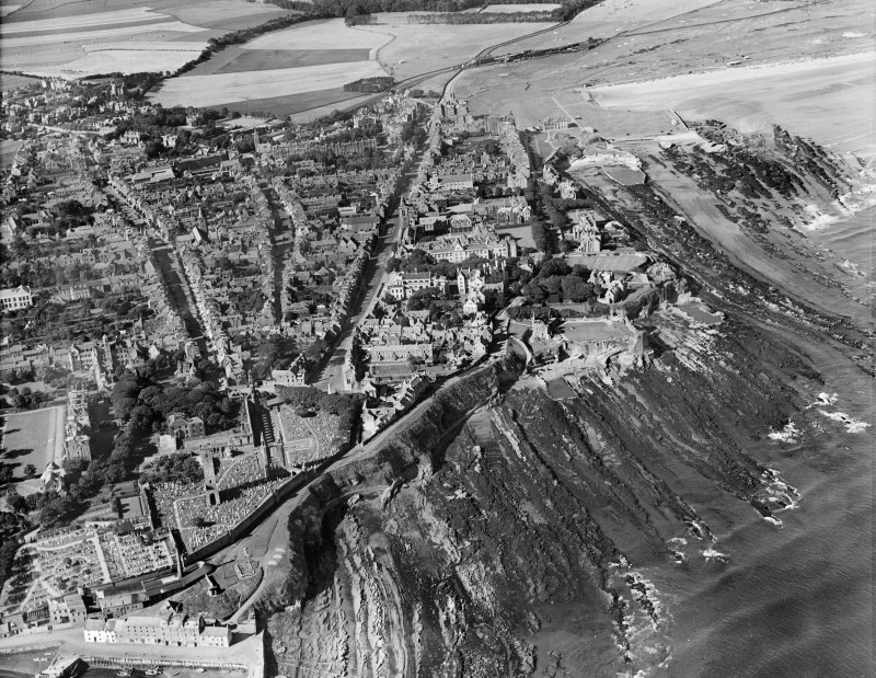 St Andrews, general view, showing St Andrews Cathedral and North Street.  Oblique aerial photograph taken facing west.