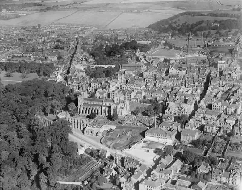 Dunfermline, general view, showing Dunfermline Abbey and Bruce Street.  Oblique aerial photograph taken facing north.
