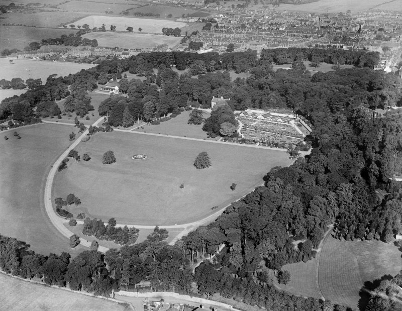 Pittencrieff Park, Dunfermline.  Oblique aerial photograph taken facing north-west.