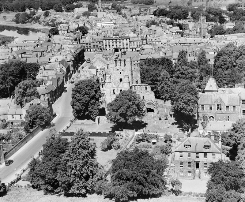 Kelso Abbey.  Oblique aerial photograph taken facing north.