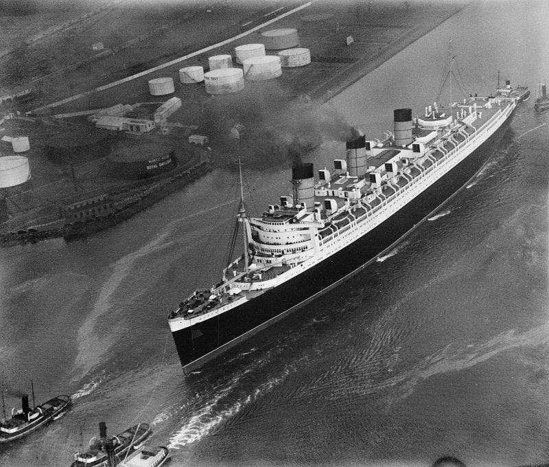Queen Mary, River Clyde, Bowling.  Oblique aerial photograph taken facing north-east.