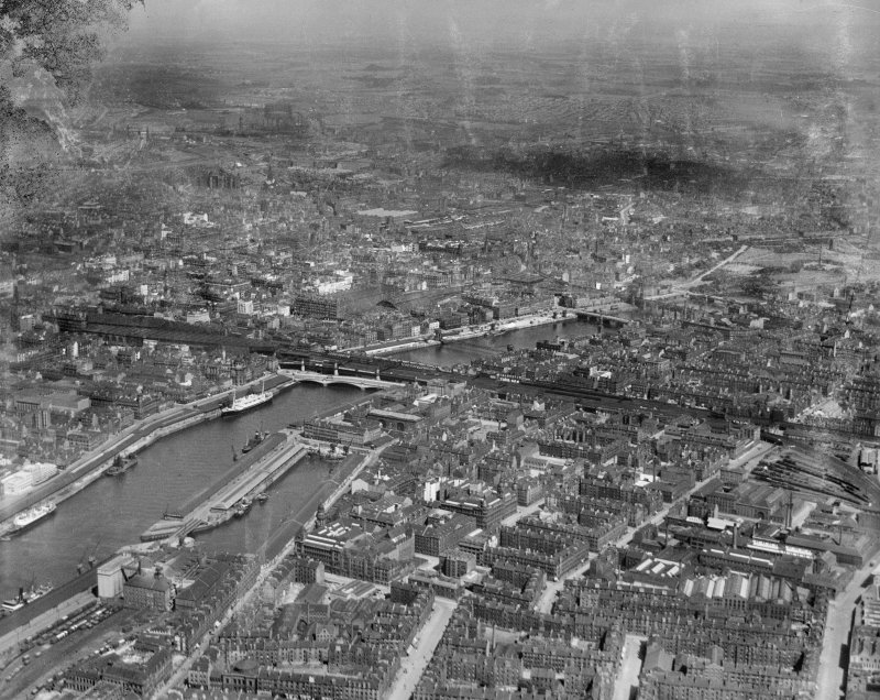 Glasgow, general view, showing George the Fifth Bridge and Clyde Street.  Oblique aerial photograph taken facing east.  This image has been produced from a damaged negative.
