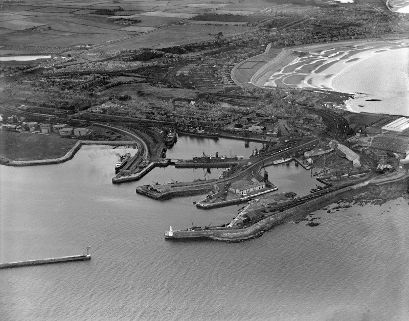 Ardrossan, general view, showing Ardrossan Harbour and South Bay.  Oblique aerial photograph taken facing east.