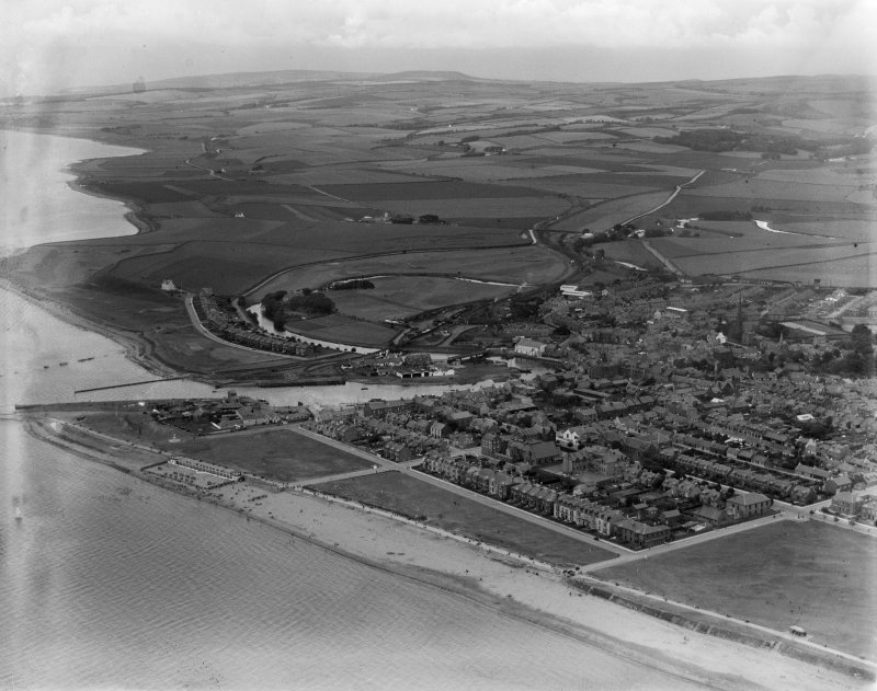 Girvan, general view, showing Girvan Harbour and Louisa Drive.  Oblique aerial photograph taken facing north-east.