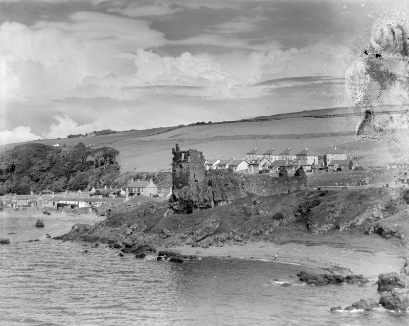 Dunure Castle, Maybole.  Oblique aerial photograph taken facing east.  This image has been produced from a damaged negative.
