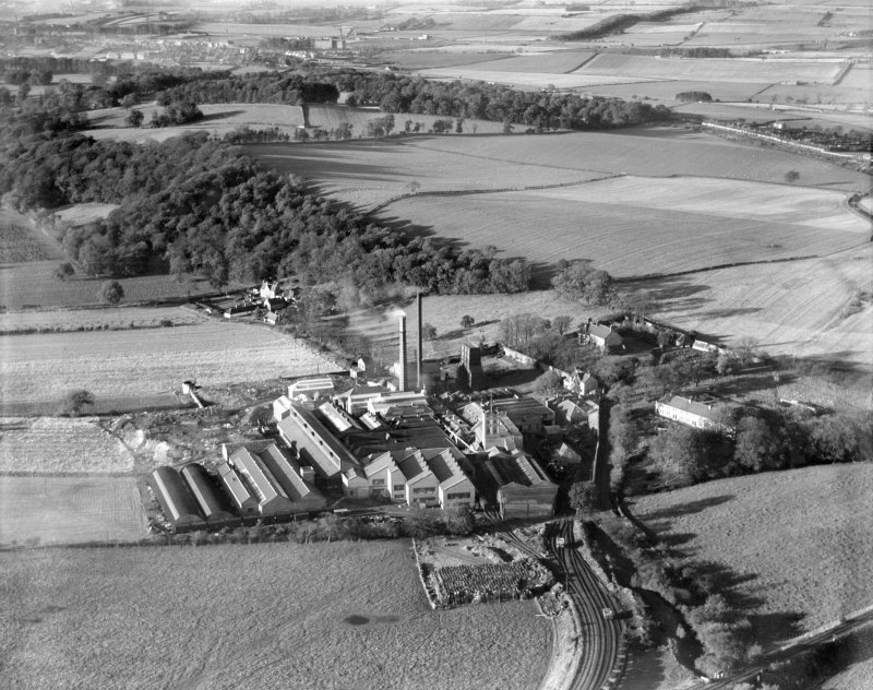 JA Weir Ltd. Kilbagie Mill, Kilbagie.  Oblique aerial photograph taken facing north.