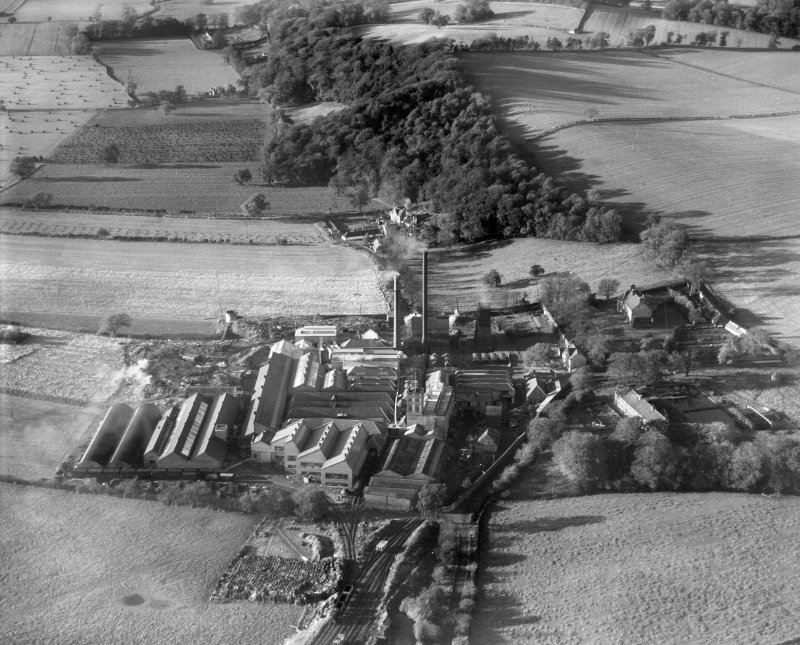 JA Weir Ltd. Kilbagie Mill, Kilbagie.  Oblique aerial photograph taken facing north-west.