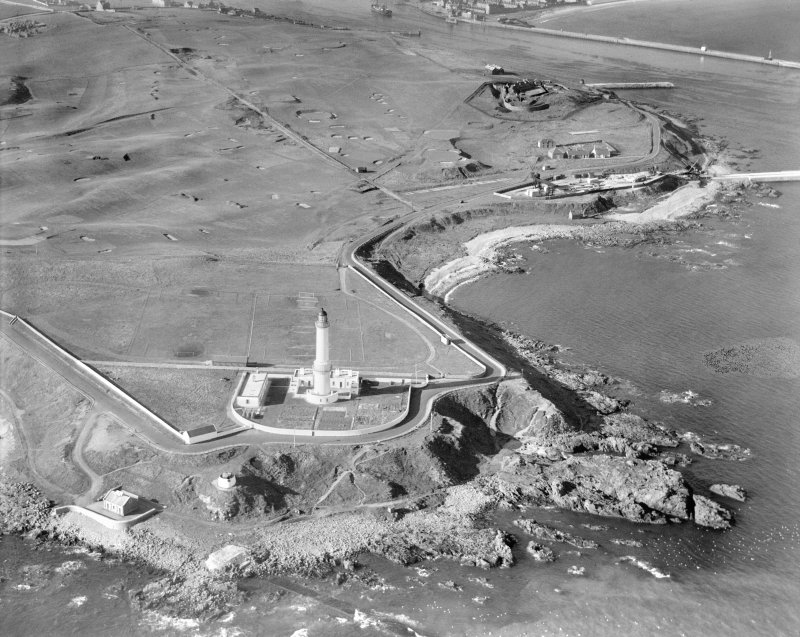 Girdleness Lighthouse, Greyhope Road, and Balnagask Golf Course, Aberdeen.  Oblique aerial photograph taken facing west.
