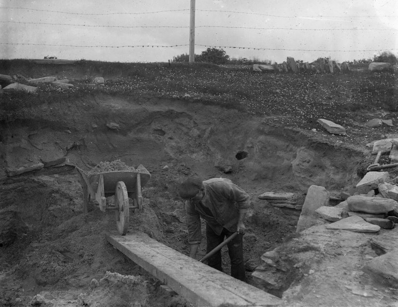 Excavation photograph: Workmen removing sand overburden.