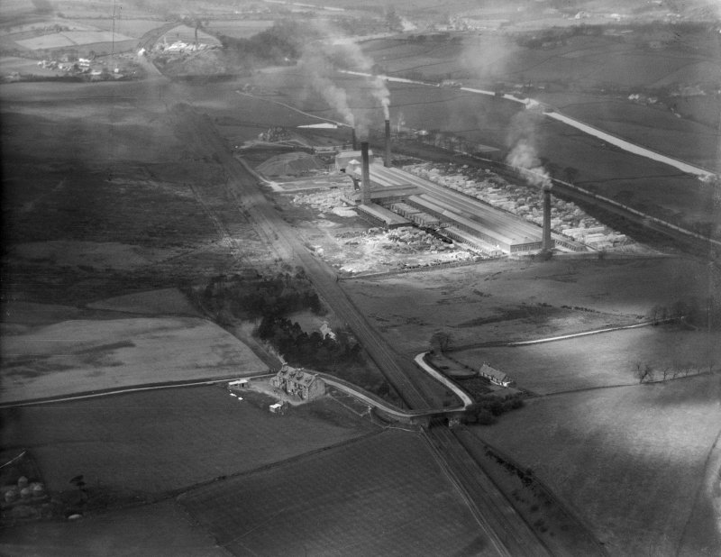 John G Stein and Co. Ltd., Castlecary Brickworks.  Oblique aerial photograph taken facing west.