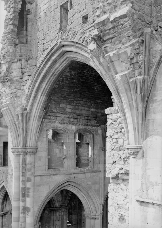 Interior. Detail of nave choir arch.