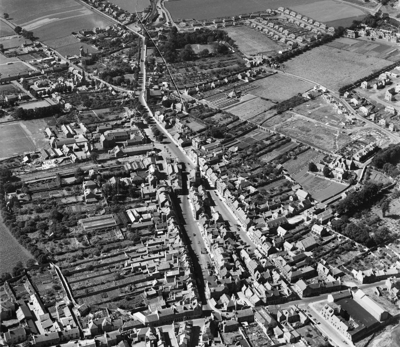 Haddington, general view, showing Town House and High Street.  Oblique aerial photograph taken facing west.