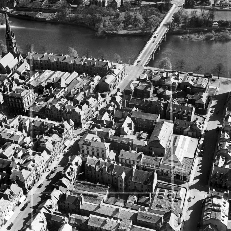 Perth, general view, showing Salutation Hotel, South Street and Queen's Bridge.  Oblique aerial photograph taken facing east.  This image has been produced from a crop marked negative.
