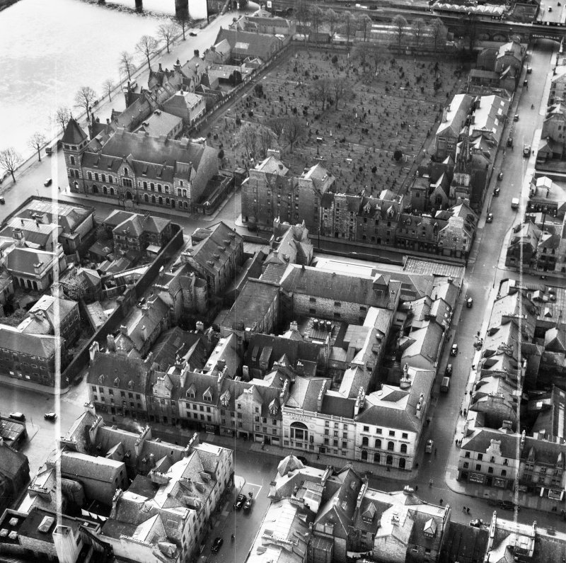 Salutation Hotel, South Street and Greyfriars Burial Ground, Perth.  Oblique aerial photograph taken facing south.  This image has been produced from a crop marked negative.