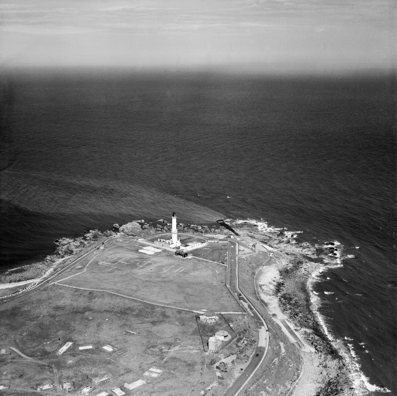 Girdleness Lighthouse, Greyhope Road, Aberdeen.  Oblique aerial photograph taken facing north-east.