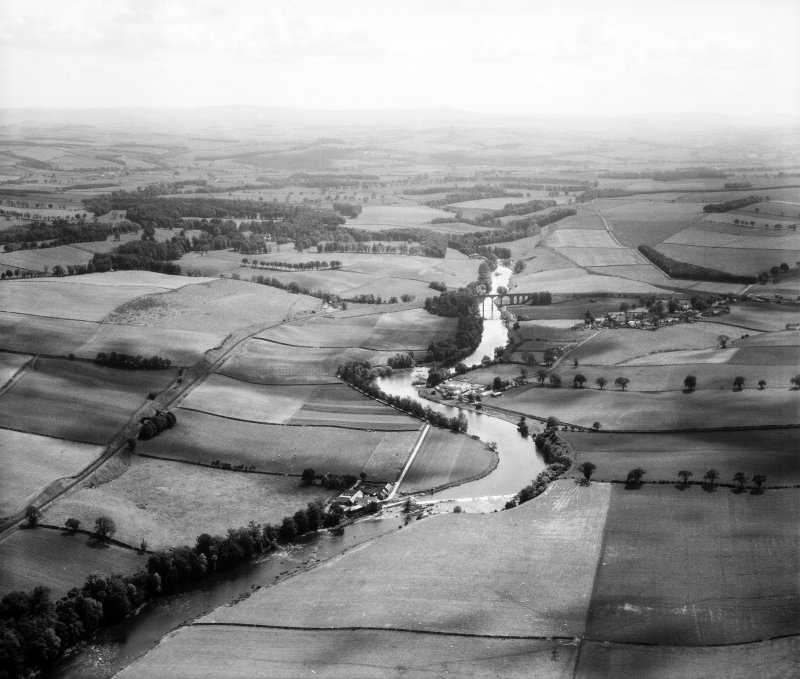 Roxburgh Viaduct and Roxburgh Mill, River Teviot.  Oblique aerial photograph taken facing south.