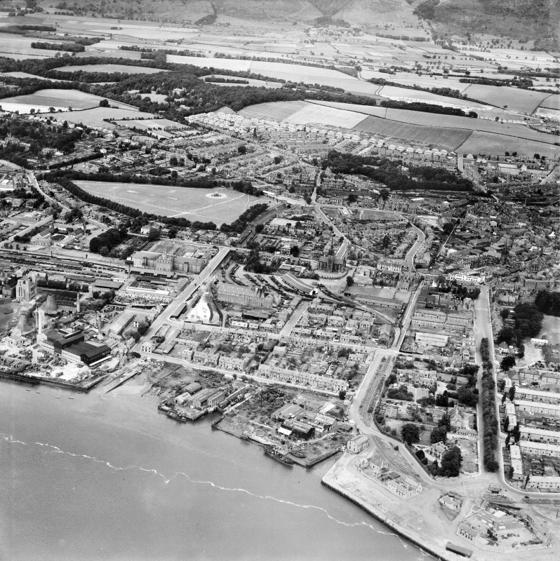Alloa, general view, showing Alloa Harbour and West End Park.  Oblique aerial photograph taken facing north.