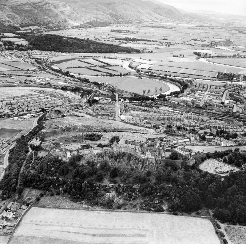 General view of Stirling showing Stirling Castle and Union Street.  Oblique aerial photograph taken facing east.