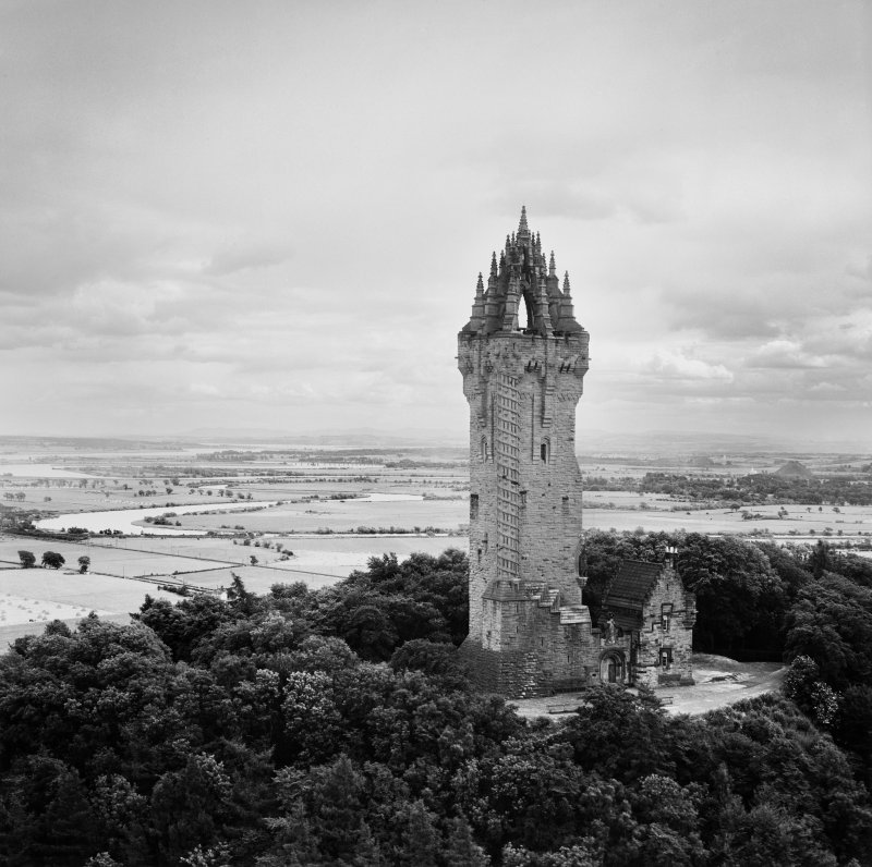 Oblique aerial photograph of the Wallace Monument, Abbey Craig, Stirling, taken facing south-east.