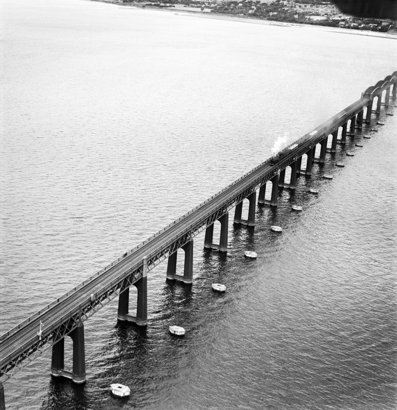 Tay Bridge, Dundee.  Oblique aerial photograph taken facing north-west.