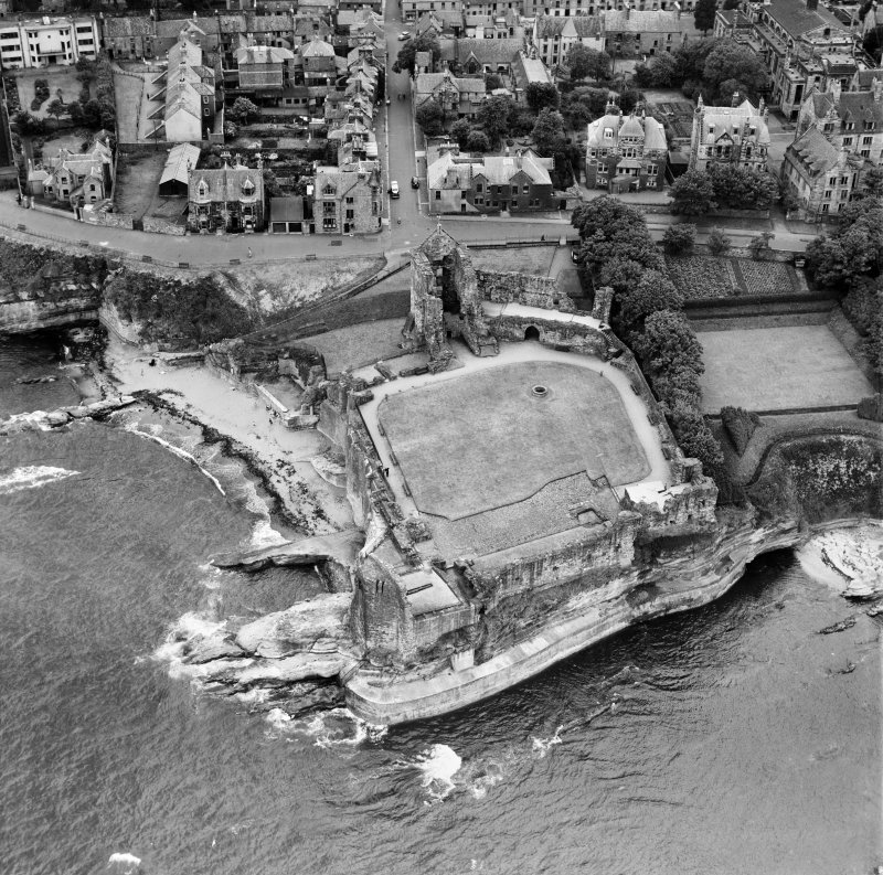 St Andrews Castle, The Scores, St Andrews.  Oblique aerial photograph taken facing south-west.