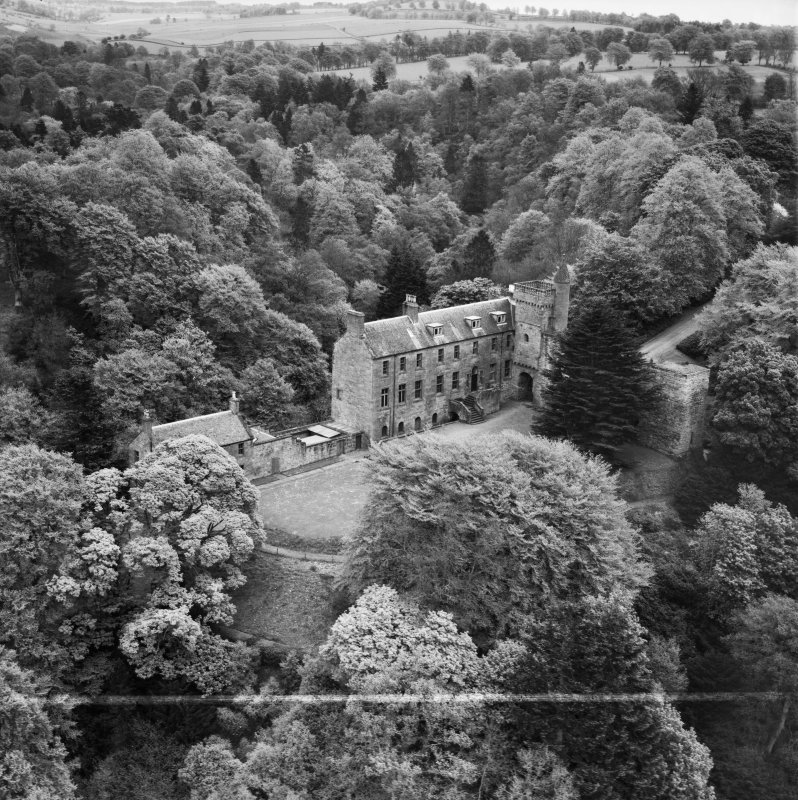 Airlie Castle.  Oblique aerial photograph taken facing east.  This image has been produced from a crop marked negative.