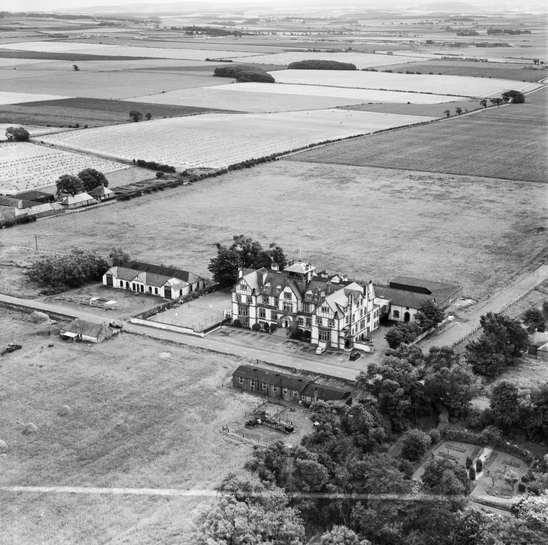 Marine Hotel, Main Street, Gullane.  Oblique aerial photograph taken facing south-east.  This image has been produced from a crop marked negative.