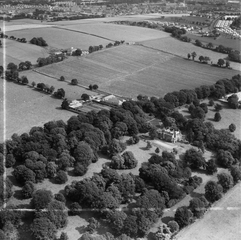 Invergowrie House and Farmstead, Ninewells, Dundee.  Oblique aerial photograph taken facing north-east.  This image has been produced from a crop marked negative.