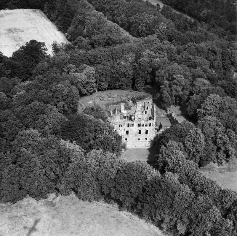 Huntly Castle.  Oblique aerial photograph taken facing north.