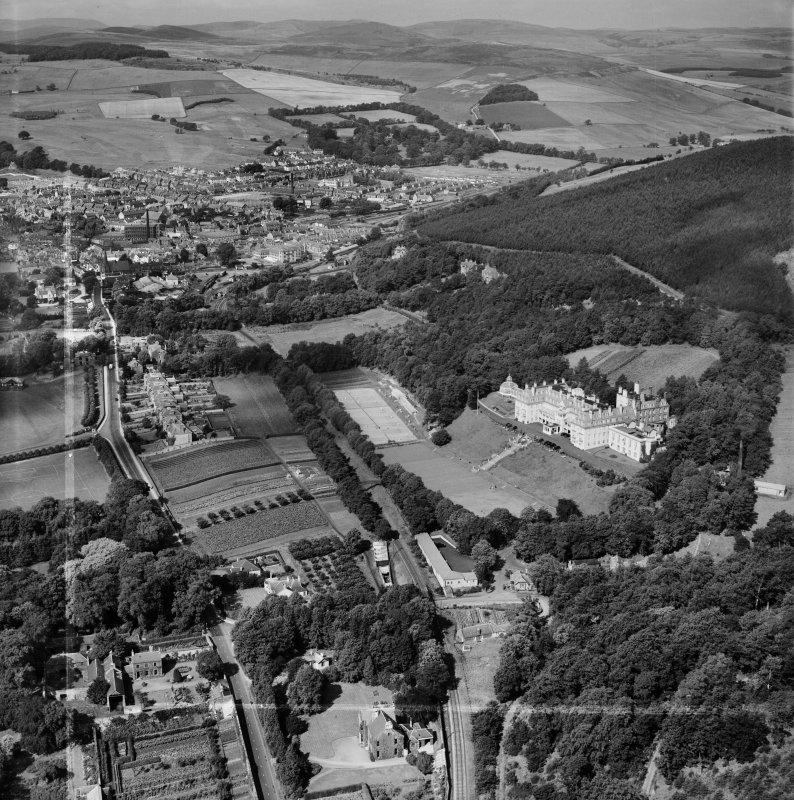 Peebles, general view, showing Hydropathic Hotel, Innerleithen Road and Ven Law.  Oblique aerial photograph taken facing west.  This image has been produced from a crop marked negative.
