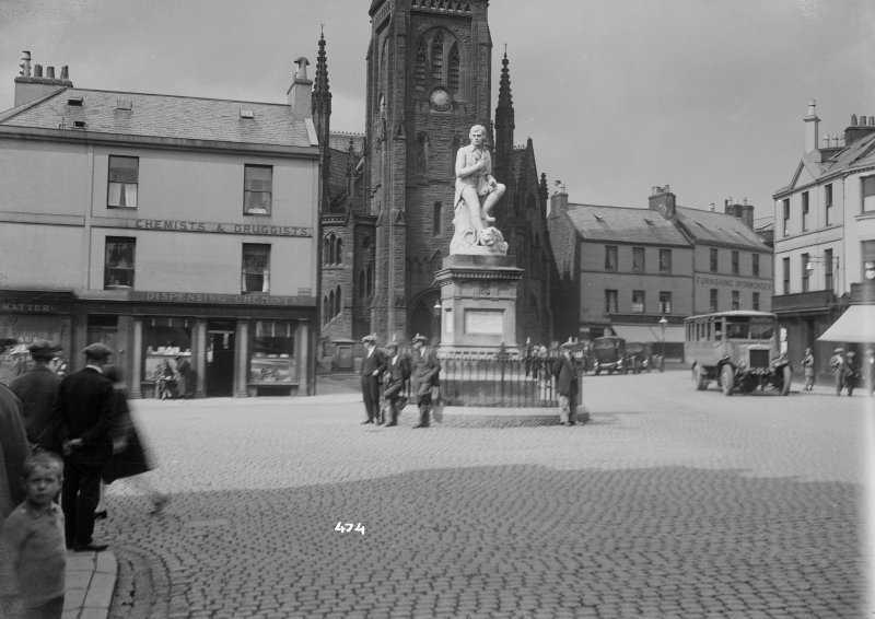 General view of the Burns Statue, Dumfries.