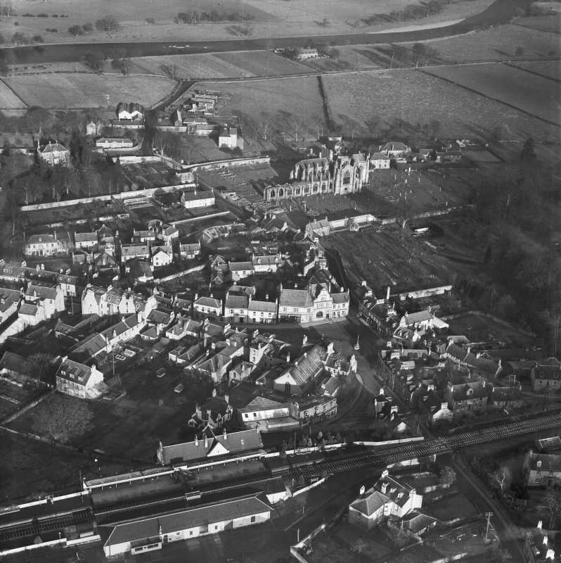 Melrose, general view, showing Market Square and Melrose Abbey.  Oblique aerial photograph taken facing north.