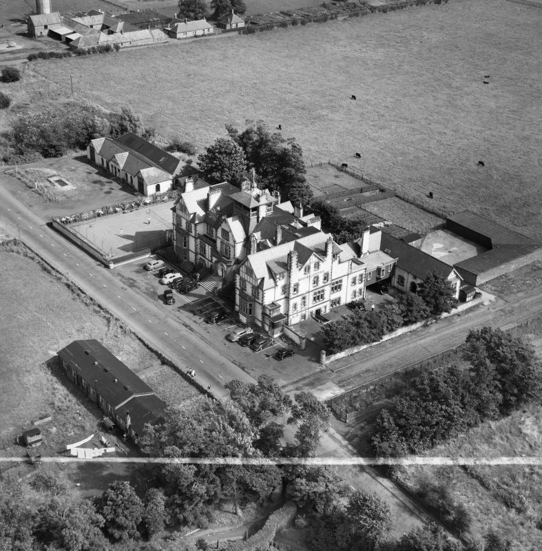 Marine Hotel, Main Street, Gullane.  Oblique aerial photograph taken facing east.  This image has been produced from a crop marked negative.
