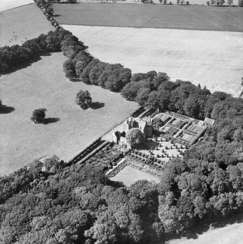 Earlshall, Leuchars.  Oblique aerial photograph taken facing north-west.