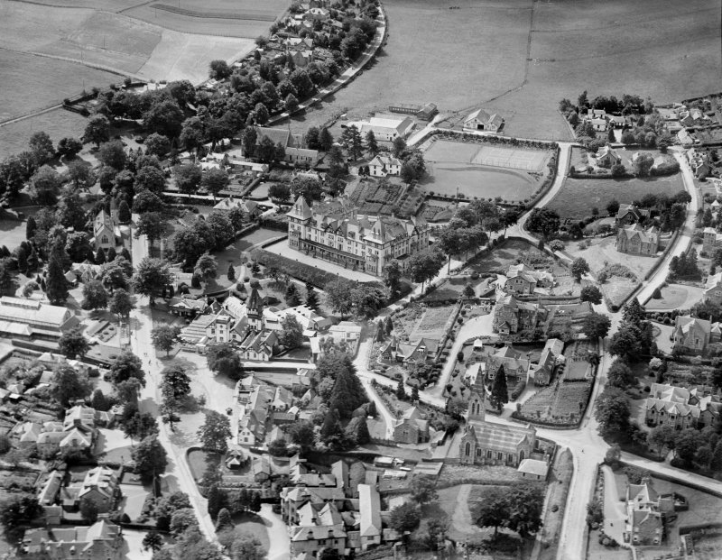 Strathpeffer, general view, showing Highland Hotel and Strathpeffer Free Church.  Oblique aerial photograph taken facing south-west.
