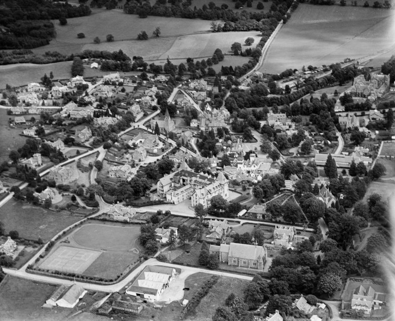 Strathpeffer, general view, showing Highland Hotel and Strathpeffer Free Church.  Oblique aerial photograph taken facing north-east.