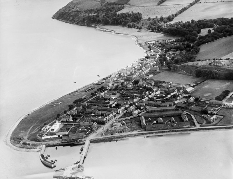 Cromarty, general view, showing Braehead and Gaelic Chapel, The Paye.  Oblique aerial photograph taken facing east.