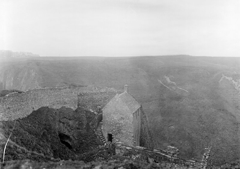 General view of Denholm's Lodging and the 'Mount Heid'.