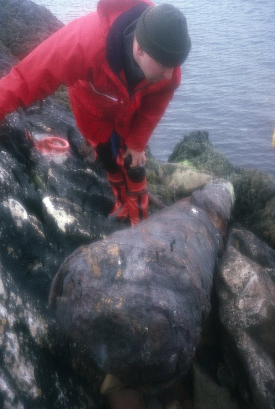 Photograph of retrieved cannon from the remains of the wreck site of the Kennemerland by the Archaeological Diving Unit (ADU).