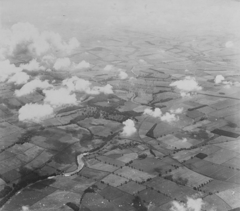Roxburgh, general view.  Oblique aerial photograph taken facing south.  This image has been produced from a print.