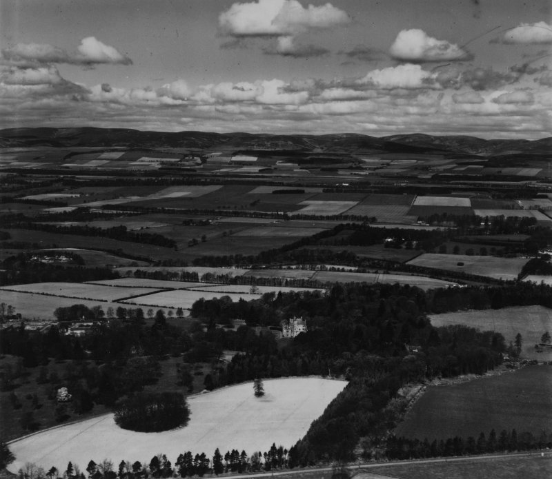 Aldbar Castle, Brechin.  Oblique aerial photograph taken facing north-west.  This image has been produced from a print.
