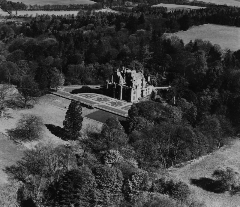 Aldbar Castle, Brechin.  Oblique aerial photograph taken facing north.  This image has been produced from a print.