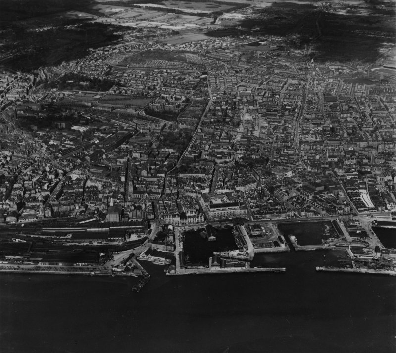 Dundee, general view.  Oblique aerial photograph taken facing north-west.  This image has been produced from a print.