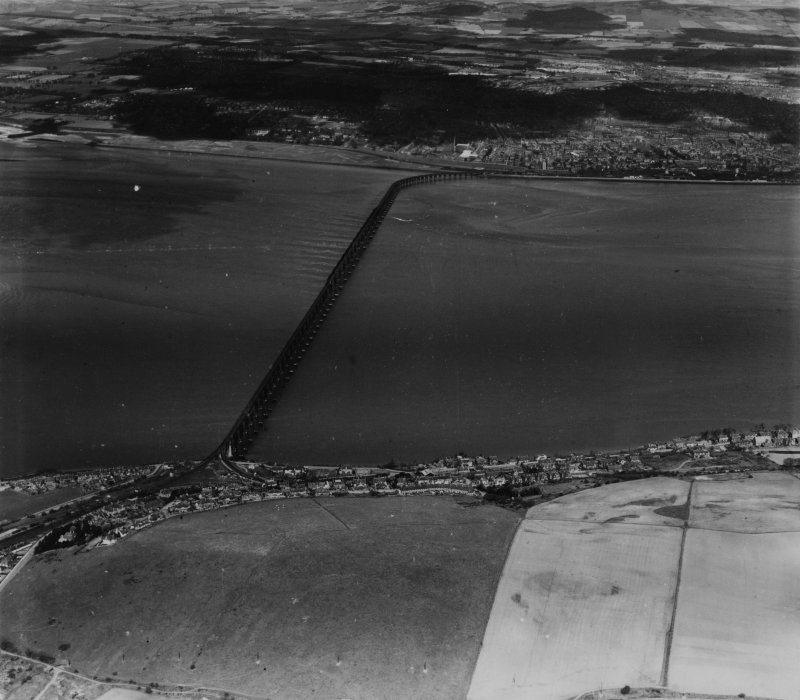 Wormit and Tay Bridge, Dundee.  Oblique aerial photograph taken facing north.  This image has been produced from a print.
