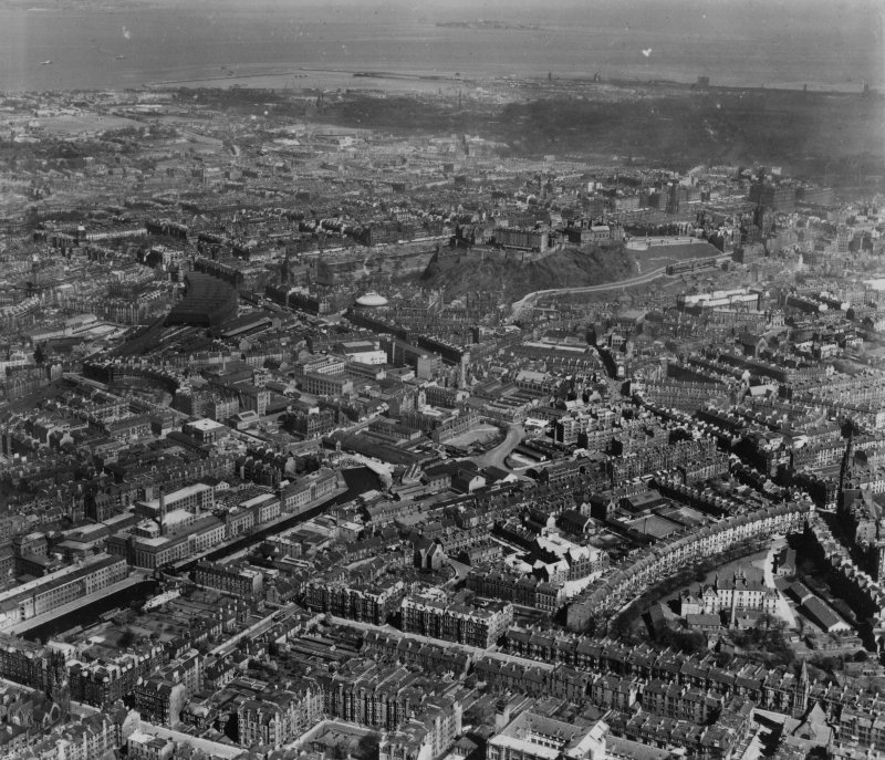 Edinburgh, general view, showing Gillespie Crescent and Edinburgh Castle.  Oblique aerial photograph taken facing north.  This image has been produced from a print.