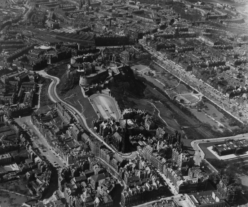 Edinburgh, general view, showing Edinburgh Castle and Princes Street Gardens.  Oblique aerial photograph taken facing west.  This image has been produced from a print.