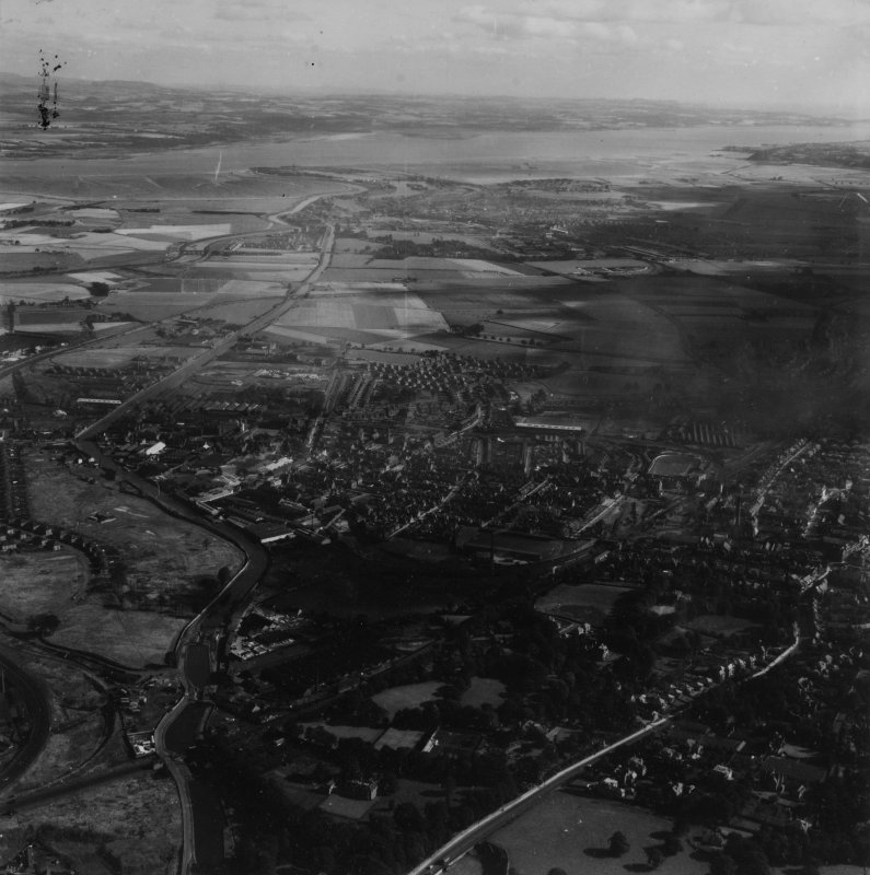 Falkirk, general view, showing Dollar Park and Dalderse Avenue.  Oblique aerial photograph taken facing north-east.  This image has been produced from a damaged print.