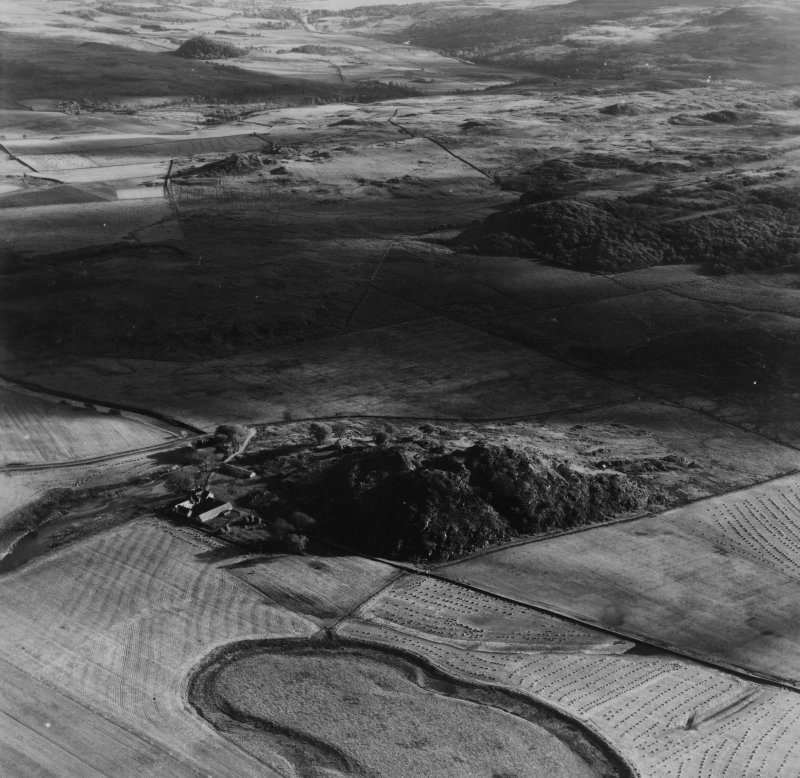 Dunadd and Barr an Fhithich, Kilmichael Glassary.  Oblique aerial photograph taken facing south.  This image has been produced from a print.